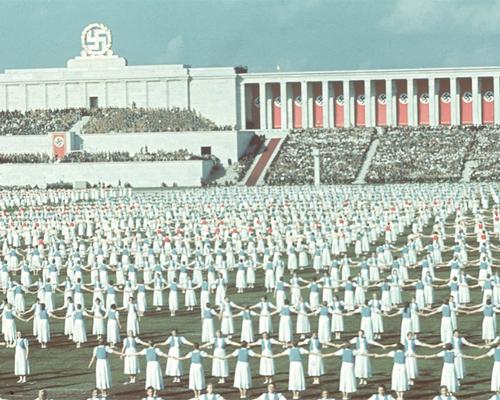 Maurizio Cattelan, Adolf Hitler, Him