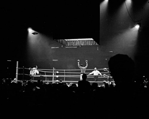 Ali in the Ring Wins Against Brian, London von Thomas Hoepker