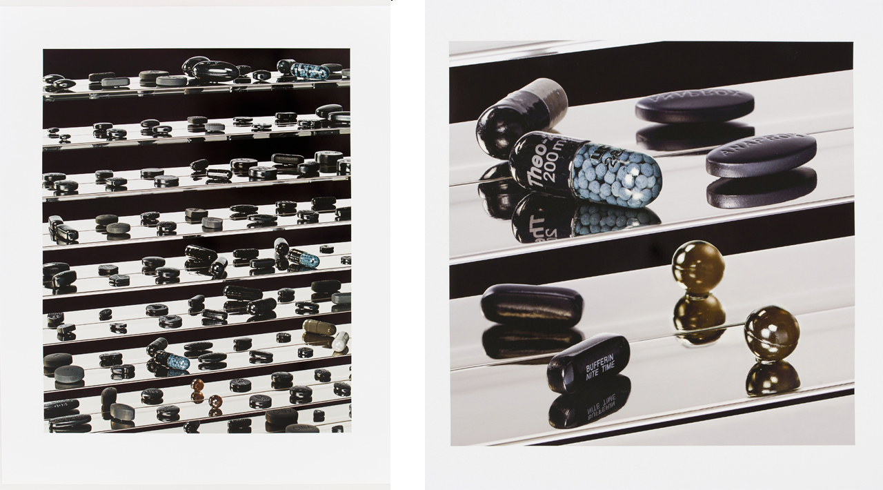 Links: Damien Hirst, Dead Black Utopia, 2012, Inkjetfoto. Rechts: Damien Hirst, Dark Black Heaven (Nite Time), 2012, Inkjetfoto