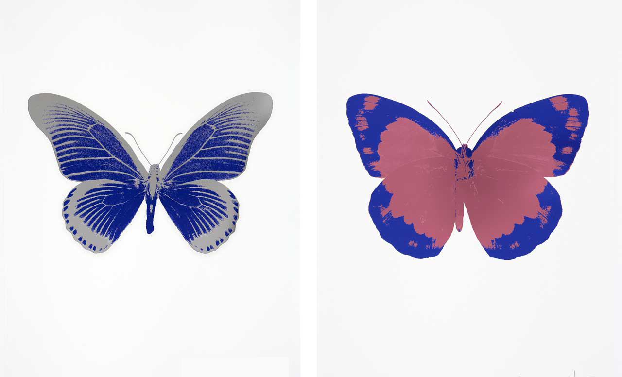 Links: Damien Hirst, The Souls IV - Westminster Blue/Silver Gloss, 2010. Rechts: Damien Hirst, The Souls II - Loganberry Pink/Westminster Blue/Blind Impression, 2010
